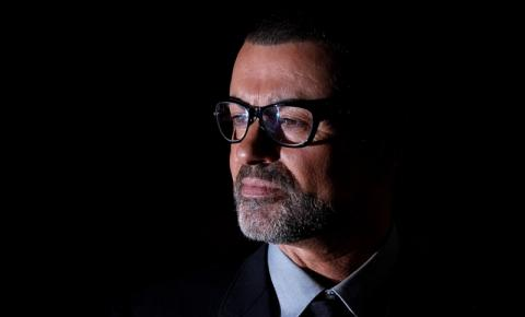 Cantor George Michael morre aos 53 anos.